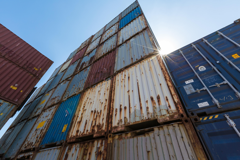 Antes da compra de container, avalie os danos